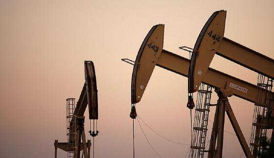 Бесплатная нефть: виноват ли коронавирус в том, что цены упали ниже нуля, и что теперь будет