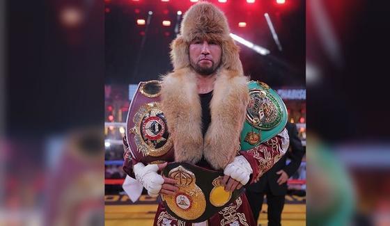 Айдос Ербосынулы защитил титулы WBC, WBA и WBO в главном бою вечера