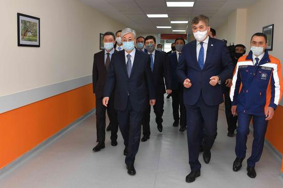 Токаев: До конца месяца будем держать карантин, а дальше подумаем