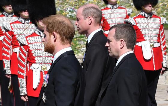 Принцы Гарри и Уильям на похоронах принца Филиппа