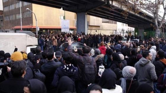 В Тегеране протестующие потребовали ухода аятоллы Хаменеи