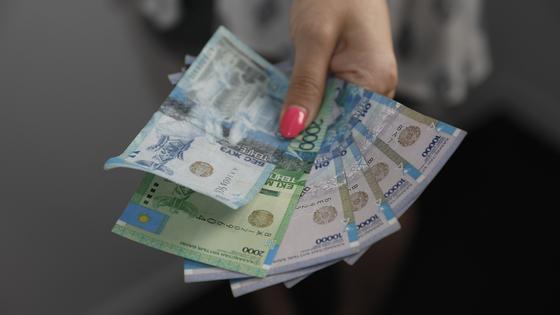 Кто из казахстанцев получит 42 500 автоматически, рассказали в Минтруда