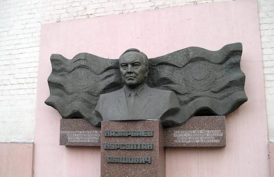 Днепродзержинскіде оқыған училище
