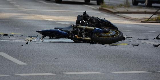 Один погиб, один в больнице: подростки на мотоцикле разбились в Акмолинской области