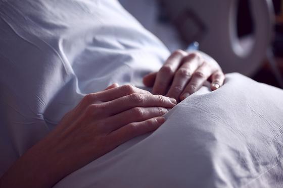 Женщина с длинным списком болезней родила в 62 года здорового сына