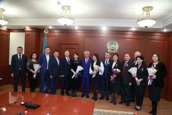 Молдир Ауелбекова, Санжар Мади и другие артисты получили ордена и звания