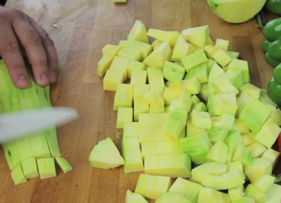 Нарезка кабачков для салата