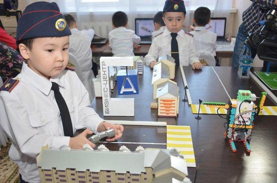 Роботов-полицейских изобрели казахстанские дошколята