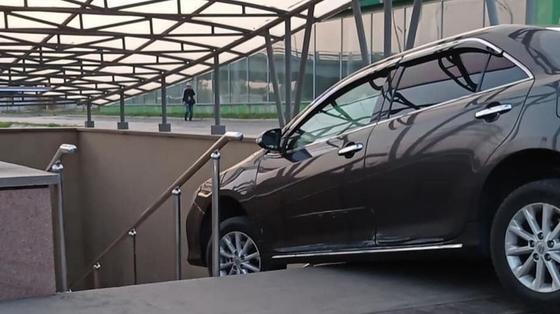 Автомобиль заехал в подземный переход