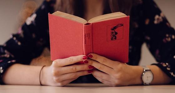Датское счастье и неизданный классик: что читать на каникулах