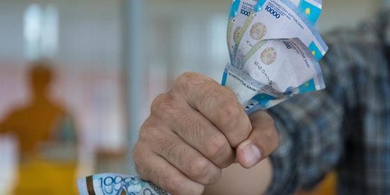 Карагандинец прикидывался бизнесменом и обманывал знакомых на деньги