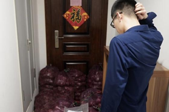Қытайлық қыз көзіне шөп салған жігітіне бір тонна пияз жіберді