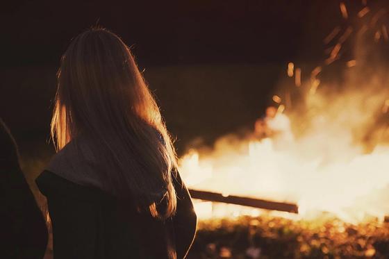 Мужчина сжег дом бывшей жены и сделал с ним селфи