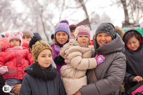 Тосынсый: Алматыда 275 отбасы күтпеген жерден қуанышқа кенелді