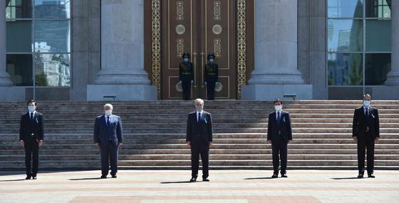 Траурная церемония в память о жертвах КВИ прошла в Казахстане (видео)