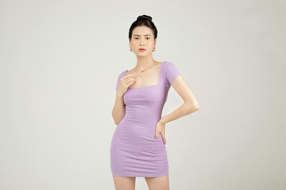 девушка в лавандовом платье