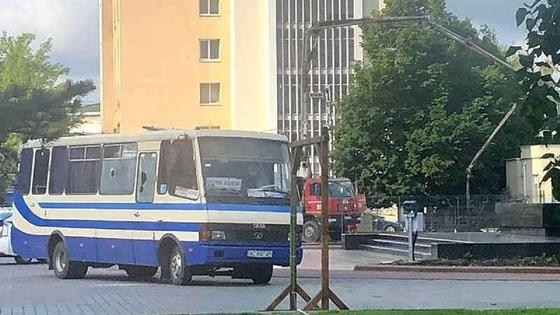 Автобус с заложниками захватил неизвестный в Украине (фото, видео)