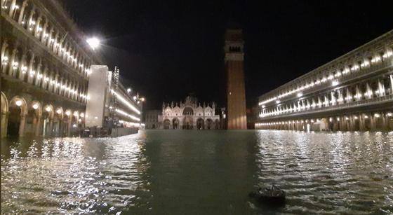 Венеция ушла под воду почти на 2 метра (фото, видео)