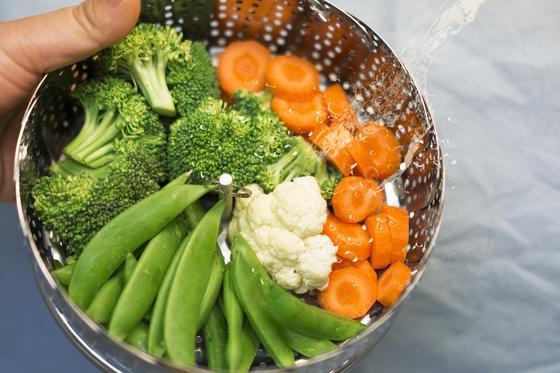 Брокколи, стручковая фасоль, морковь и цветная капуста в пароварке