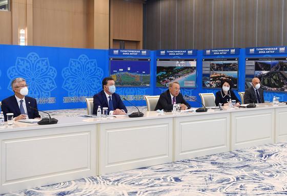 Назарбаев в Актау на презентации