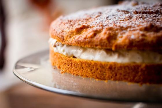 Круглый морковный пирог с кремом