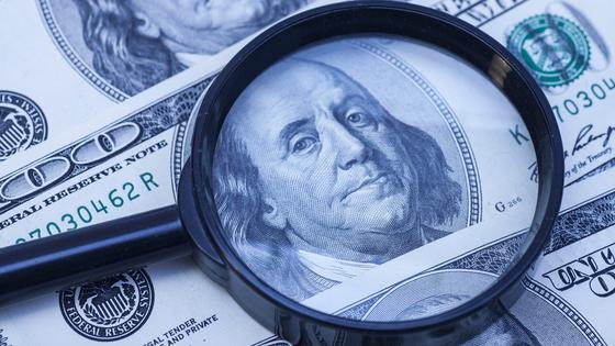 """Обесценится на треть: эксперты """"предсказали"""" грядущее обрушение курса доллара"""