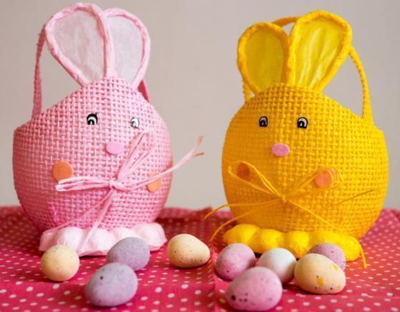 Самодельные корзинки в виде кроликов и яйца