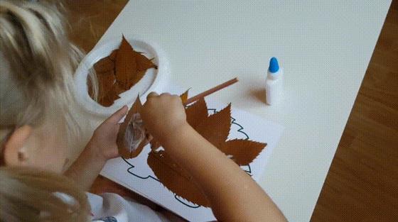 Поделки на тему «Осень»: ежик из осенних листьев