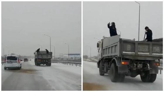 Пользователей Сети возмутил способ борьбы с гололедом в Алматинской области (видео)