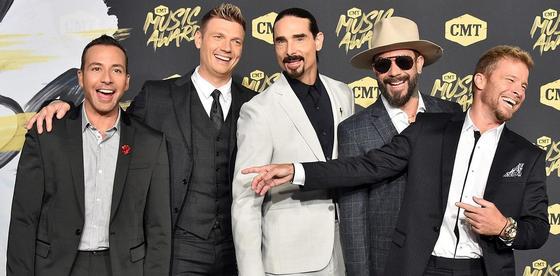 Backstreet Boys показали своих жен и детей (видео)
