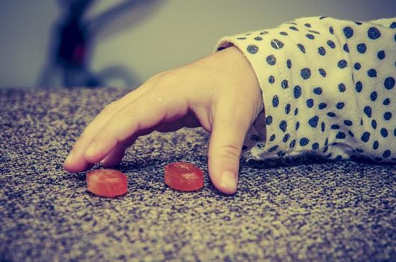 Предлагал детям конфеты: подозреваемого в покушении на педофилию отпустили в Караганде