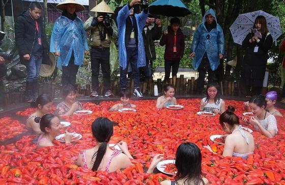 20-летняя китаянка победила в конкурсе по поеданию жгучего перца