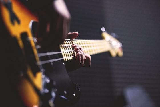 Гитара, руки, струны