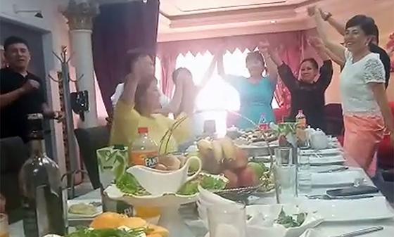 Түркістан облысындағы тойханада түсірілген видеодан соң полицей жұмыстан қуылды