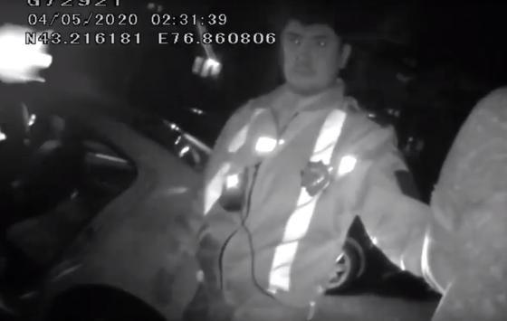 Алматинский адвокат в пьяном угаре напал на полицейского (видео)