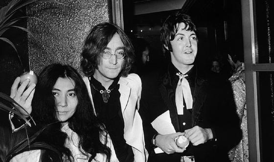 Йоко Оно, Джон Леннон и Пол Маккартни.