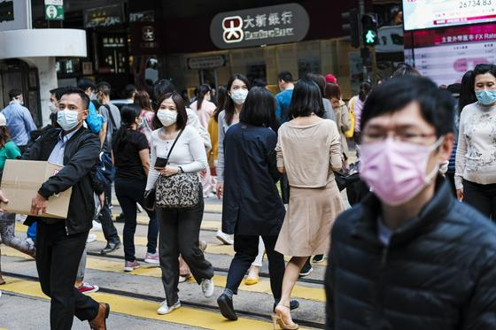 Жителям Гонконга выплатят по 1300 долларов из-за коронавируса и протестов