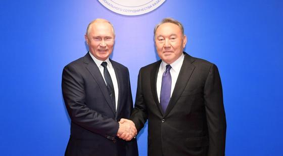 Путин позвонил Назарбаеву, чтобы поздравить с Новым годом