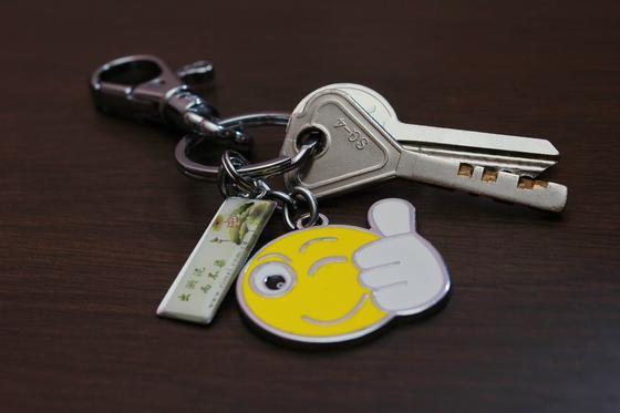 Ключи  с брелком в виде смайлика