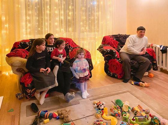 """""""Рожаем, сколько Бог даст"""": уникальная семья с 15 детьми живет в Казахстане"""