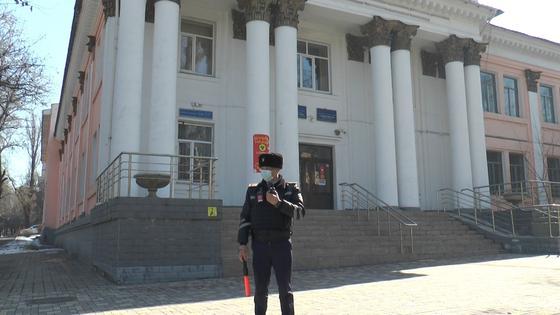 Полиция оцепила школу