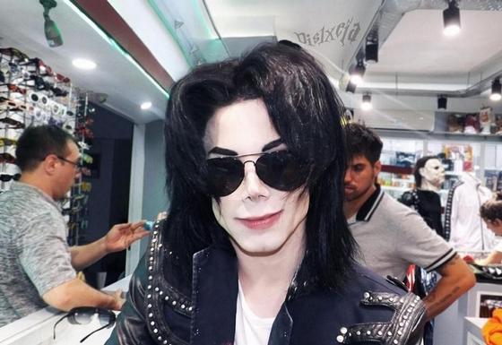 Майкл Джексонға ұқсау үшін 30 мың доллар жұмсаған жігіт жайында не білеміз?