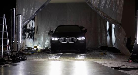 BMW представила «самый черный» автомобиль в мире