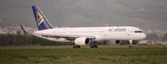 Самолет Air Astana совершил аварийную посадку в Москве