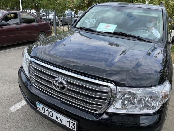 Медики ездят по вызовам на Toyota Land Cruiser акима Туркестана (фото)