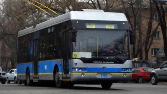 Транспортный коллапс создали троллейбусы в Алматы