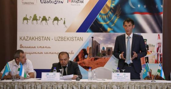 Толпы узбекистанцев приезжают в Шымкент и Туркестанскую область