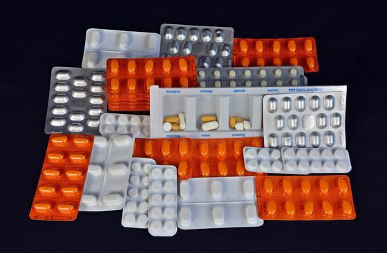 Полицейские уличили в незаконной продаже лекарств уже почти 500 человек