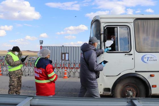Көлік бақылау департаментінің қызметкерлері елорданың тосқауыл бекеттерінде