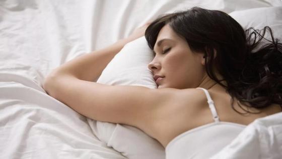 Редкое заболевание заставило британку спать 22 часа в сутки